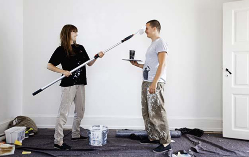 couple_painting_walls